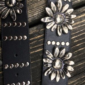 Vintage 90s Express Genuine Leather Daisy Belt